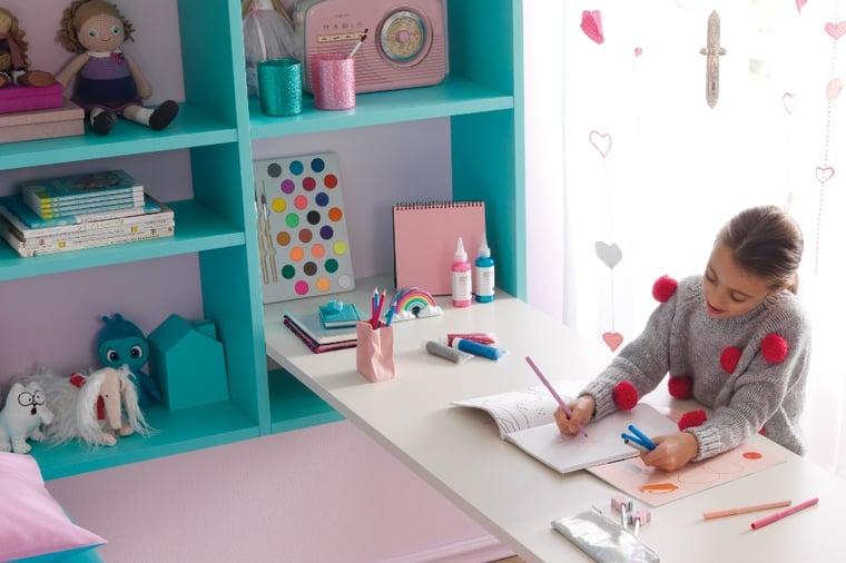 Soluzione salvaspazio per scrivania con libreria