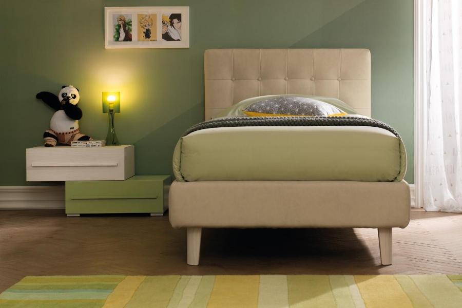 Come rinnovare la cameretta per bambini all'insegna del risparmio e della semplicità? camera parete verde letto beige
