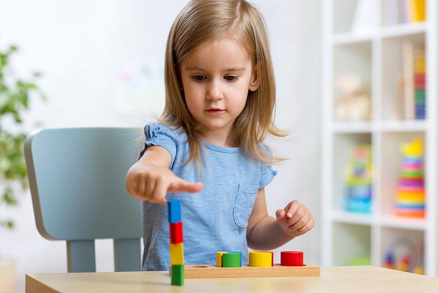 Quali finiture scegliere per la cameretta dei bambini? Ecco le proposte Moretti Compact 1