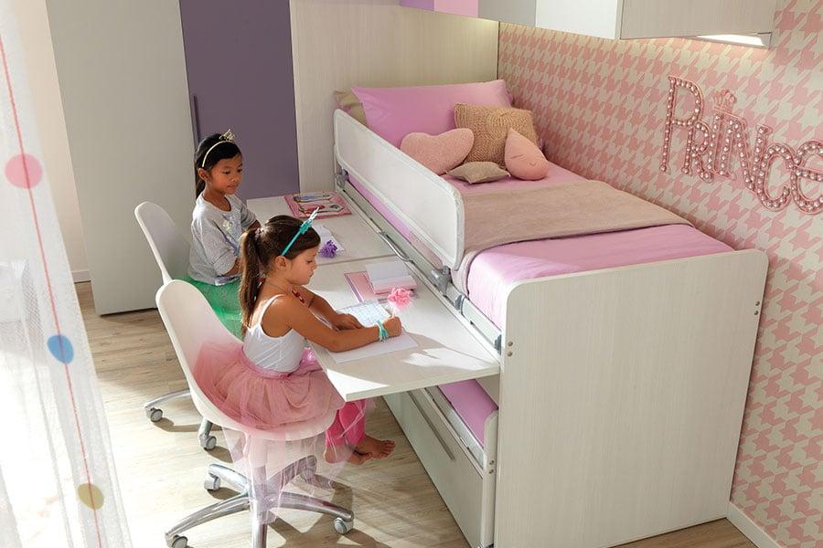 Qual è la scrivania perfetta per una cameretta piccola? Le soluzioni salvaspazio di Moretti Compact 2